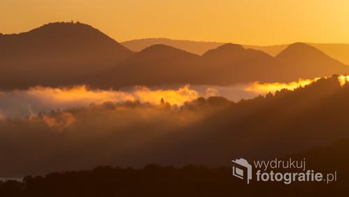 Bajeczny wschód słońca jesienną porą w Bieszczadach