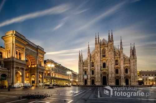 Wschód słońca to chyba jedyny moment w ciągu dnia, kiedy na Piazza del Duomo nie ma tłumów ludzi, a czas się na chwilę zatrzymuje.