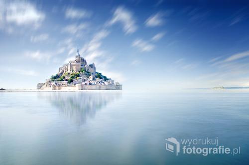 Zdjęcie zrobione w zatoce Mont Saint Michel na północy Francji w regionie Bretania. Dotrzeć do tego miejsca nie jest łatwo, trzeba ominąć turystyczne szlaki i uważać na przypływ