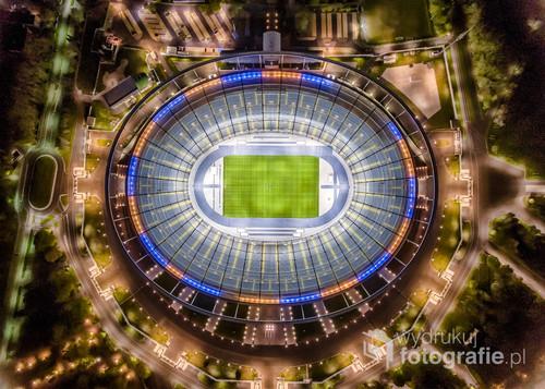 W pełni oświetlony Stadion Śląski w Chorzowie
