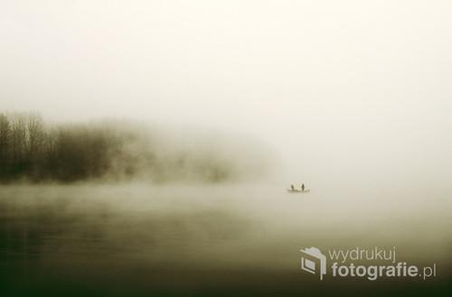 raczej zimowa pora połowów na Rybnickim zalewie , tego dnia była naprawdę mocna mgła co pomogło nieco w ukształtowaniu obrazu