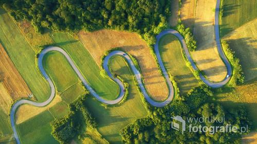 Drone aerial view - windy road in summer Serpentyny z lotu ptaka w lecie