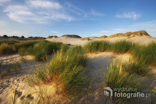 Zachód słońca w Słowińskim Parku Narodowym Beautiful summer landscape of sea coast and dunes