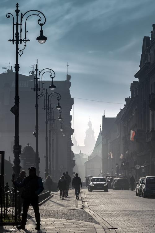 Zdjęcie zrobione 11 listopada 2018 roku, w stulecie odzyskania przez nas niepodległości. Ulica Szpitalna w Krakowie.