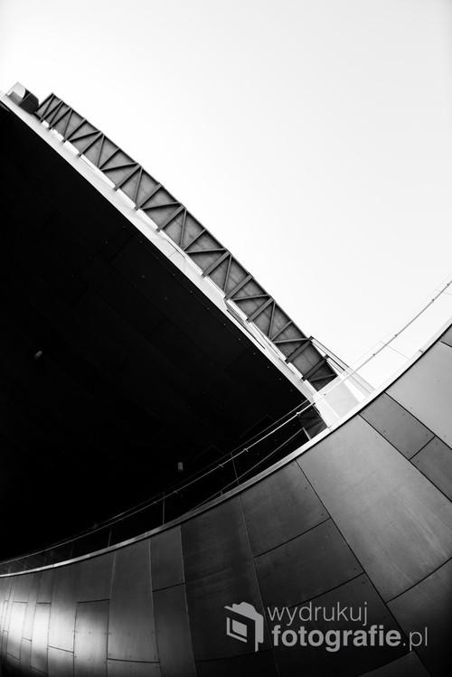 CNK w nieoczywistej perspektywie szerokiego kąta. Tunel od strony Bulwarów Wiślanych /f2,8 16mm 1/125s ISO 100 Nikon D610