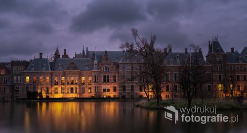 Jeden z najbardziej charakterystycznych punktów w Hadze - Binnenhof. Holandia, 2019
