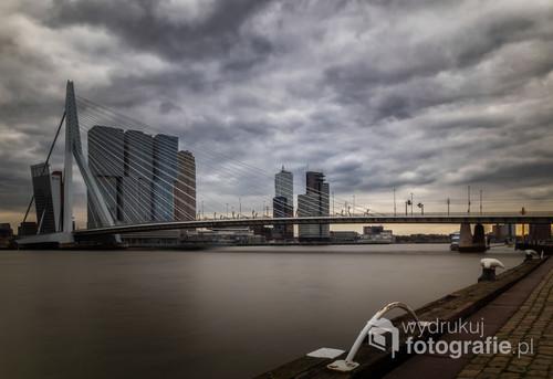 Widok charakterystyczny dla Rotterdamu. Holandia.
