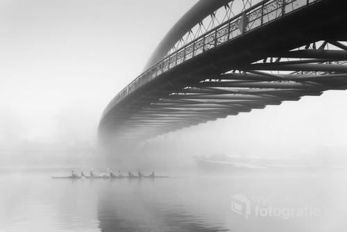 Nagradzana fotografia zamglonego Krakowa.