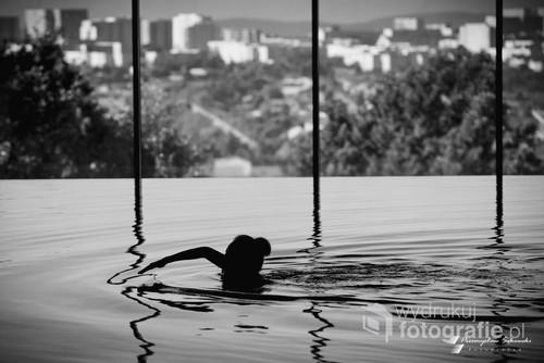 Zdjecie wykonane na basenie jednego ze znanych hoteli