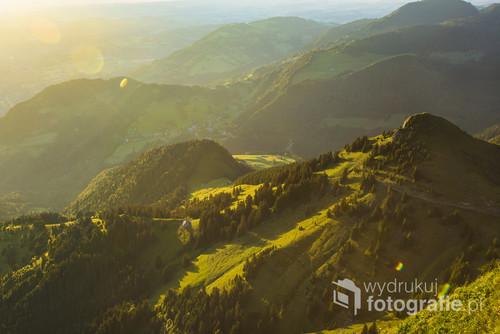 Późne popołudnie w Rochers de Naye w Szwajcarii.