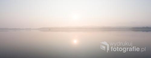 Poranek nad jeziorem Chodzieskim. Zdjęcie zrobione we wrześniu 2016 roku.