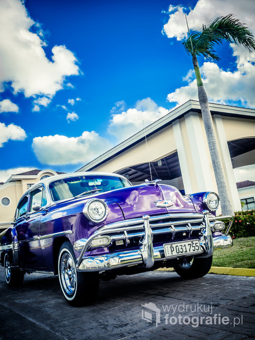 Chevroleta Bel Air z roku 1954 upolowałem na zdjęciu w kurorcie Varadero na Kubie. Kolorowe, świetnie utrzymane amerykańskie klasyki to codzienność dla Kubańczyków, ale dla nas rarytas, dla którego warto spędzić 12 godzin w samolocie.