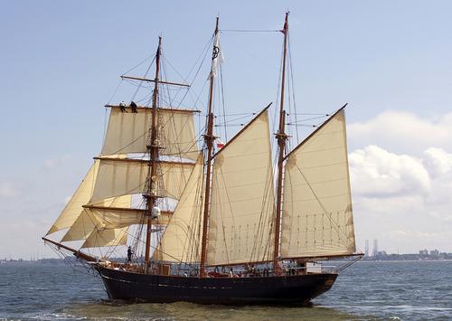 Barkentyna LOA, należąca do funduszu Tall Ship Aalborg Fund, jest trzecim duńskim żaglowcem klasy A. Żaglowiec LOA to jedyny zachowany trzymasztowy kliper pływający pod duńską banderą. Duński Fundusz Ochrony Statków, określił go jako żaglowiec godny zachowania ze względu na jego znaczenie dla zrozumienia duńskiej kultury morskiej. Macierzysty port trzymasztowej barkentyny Aalborg, był gospodarzem regat The Tall Ships Races w 1999, 2004, 2010, 2015 i w 2019 roku.