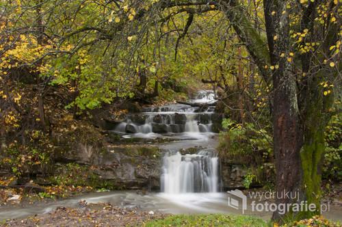 Wodospad na górskim potoku w Bieszczadach.  Znam to miejsce od dziecka :)  Fotografia powstała po latach czyli w 2015 roku