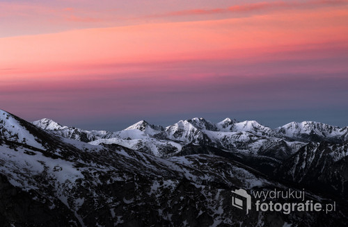 Wschód słońca w Tatrach, zdjęcie wykonane ze szczytu Giewontu.