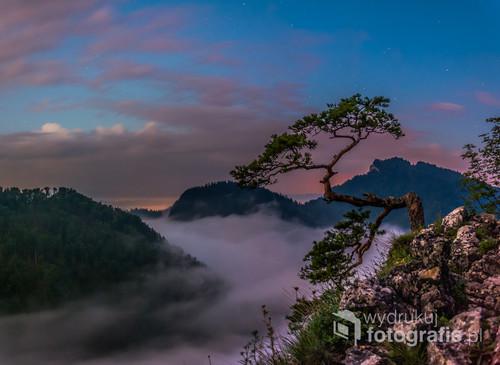 Fotografia została wykonana około godziny 3:20 kiedy to po wcześniejszym wyjściu na szczyt oczekiwaliśmy na wschód słońca ;)