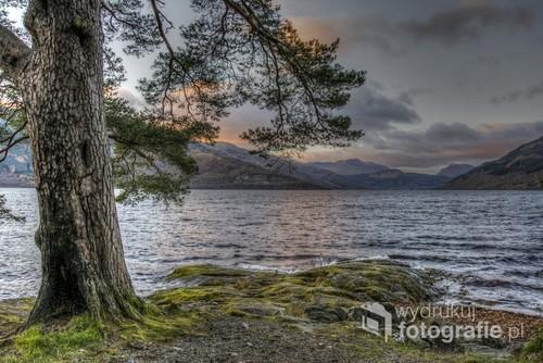 Loch Lomond to obok Loch Ness najsłynniejsze szkockie jezioro, bardziej malownicze, otoczone górskimi szczytami.
