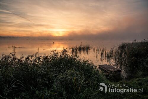 Mglisty wrześniowy poranek nad stawami w Goczałkowicach.