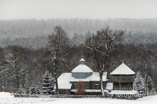 Cerkiew Narodzenia NMP w Prusiu. Cerkiew została wybudowana w 1887 roku i konsekrowana rok później. Obecnie cerkiew wykorzystywana jest jako kościół filialny parafii rzymskokatolickiej w Werchracie. bok cerkwi wolno stojąca drewniana dzwonnica, z pseudoizbicą, kryta dachem namiotowym.