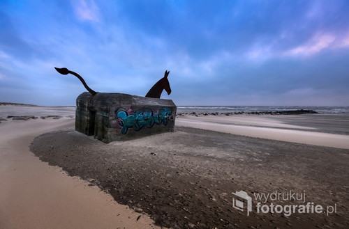 Jeden z bunkrów na plaży w Blåvand, Dania.