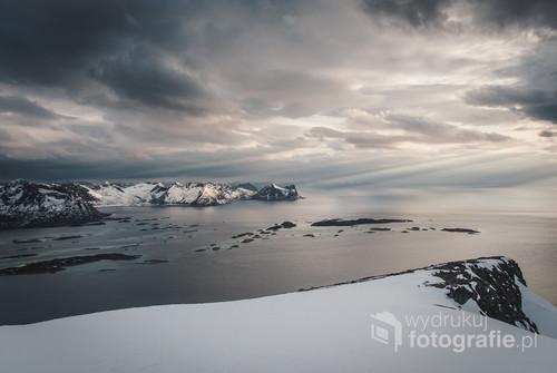 Widok ze szczytu Husfjellet na wyspie Senja, Norwegia