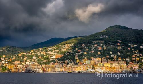 Za nami słońce, przed nami deszcz. Może lepiej nie wracać? Camogli, Włochy. Widok z Punta Chiappa.