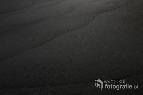 Fotografia przedstawia piasek na Playa de Nogales, La Palma, Wyspy Kanaryjskie