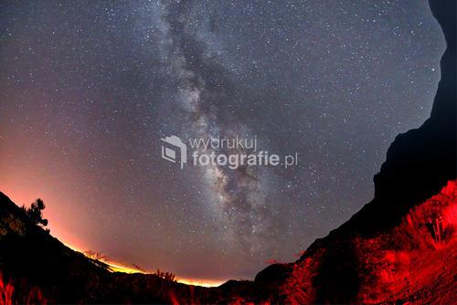 Madera, widok naszej Drogi Mlecznej. Stojąc gdzies na półce skalnej fotografowałem Centrum Naszej Galaktyki . Zdjęcie  wygrało WKF NG POLSKA w 2013 w kategorii Krajobraz