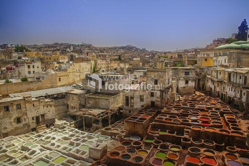 Marocco, cały świat jeździ do FEZ po jedne z najlepszych wyrobów skórzanych. W garbarni nie da sie przetrwać Europejczykowi bez lista mięty w nozdrzach, smród jest zabijający natychmiast !!!!! nigdy więcej czegoś takiego nie przeżyłem. Miejsce kultowe turystycznie