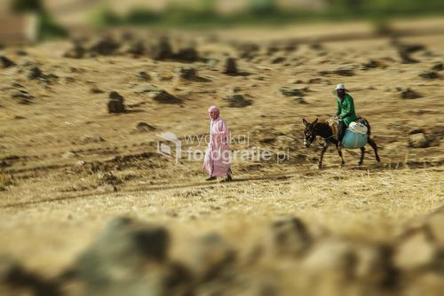 Gdzieś Maroku ,Ona idzie,On jedzie