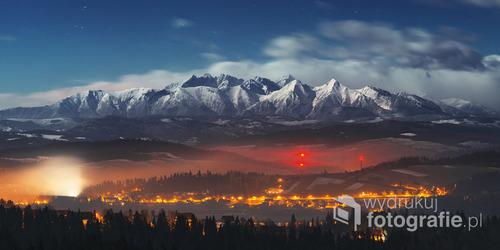 Zdjęcie zrobione jesienią 2015 roku z okolic Czorsztyna.   W 2016 roku zostało nominowane w kategorii Krajobraz, w Wielkim Konkursie Fotograficznym National Geographic.