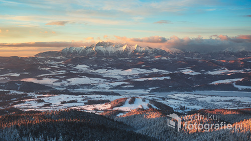 Zdjęcie zrobione zimą 2016 roku z wieży widokowej na Lubaniu.