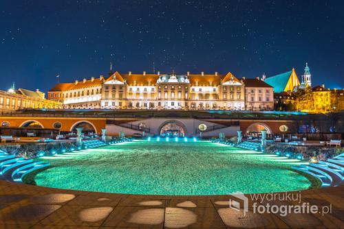 Ogród zamkowy w Warszawie nocą