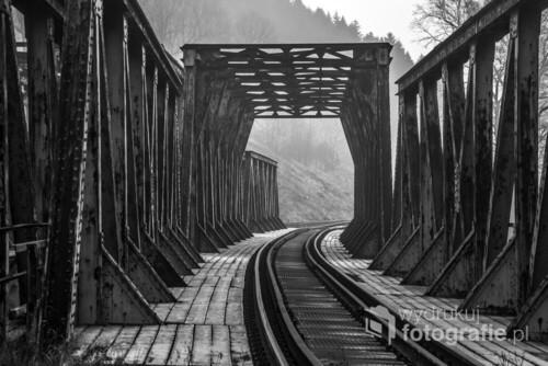 Oryginalna konstrukcja mostu, który jako jedyny nie został wysadzony w powietrze przez Niemców na trasie Wałbrzych - Kłodzko. Obecnie most został odnowiony, a podczas prac konserwacyjnych znaleziono podłożone ładunki trotylu. Świerki, wrzesień 2018