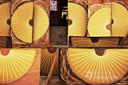 Warsztat produkujący wachlarze, co jest specjalnością wioski Fuli, w prowincji Guangxi, Chiny. zdjęcie zostało wyróżnione w konkursie ND Awards 2016 http://ndawards.net/winners-gallery/nd-awards-2016/professional/environmental/hm/2847