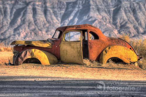 W drodze na pustyni Kalahari. Namibia. 2013