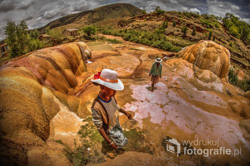 W samym środku Madagaskaru znajduje się wulkaniczny region pełen malowniczych kraterów, a wśród nich takie gejzerki. 2016. Z wystawy