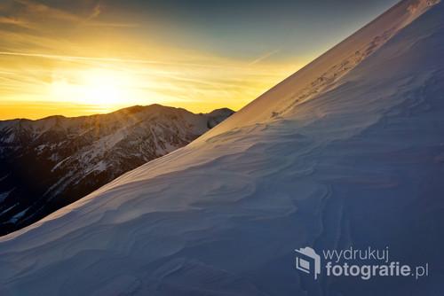 Zachód słońca w Tatrach. Szlak na Kopę Kondracką