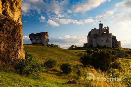 Ruiny zamku w Mirowie. Szlak Orlich Gniazd. Jura