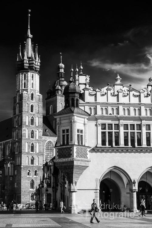 Kościół Mariacki i Sukiennice. Rynek Główny w Krakowie. Wrzesień 2016