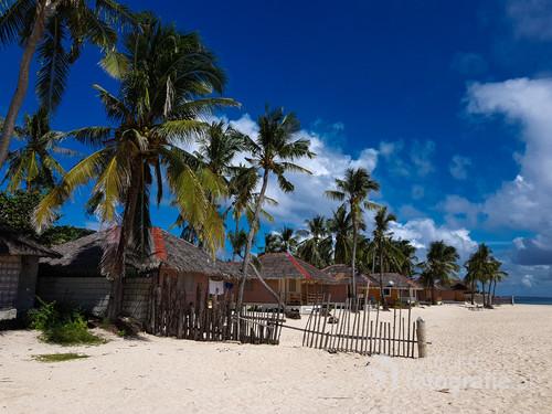Budyong Beach Resort, Filipiny. Domki na plaży.