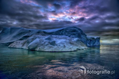 Morze Baffina -morze w Arktyce leżące miedzy Grenlandią na wschodzie i Ziemią Baffina na zachodzie z mnóstwem pływających gór lodowych