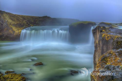 Jeden z najbardziej znanych wodospadów Islandii Godafoss
