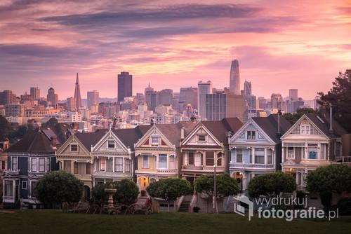 Pastelowy wschód słońca nad San Francisco.