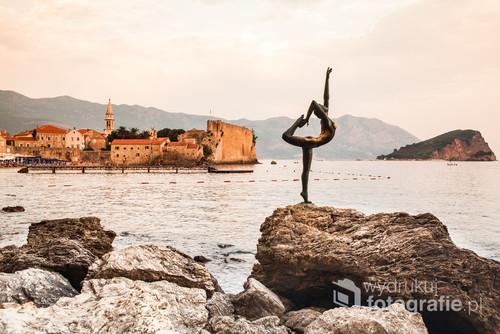 Posąg baletnicy Budva stolica Czarnogóry.