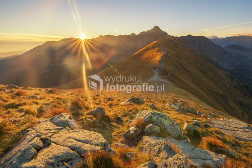 Wschód słońca za Granatami. Widok z Kasprowego Wierchu.