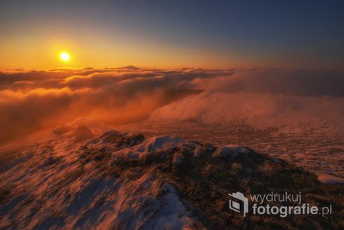 Początek października 2016. Wschód słońca na Połoninie Wetlińskiej.