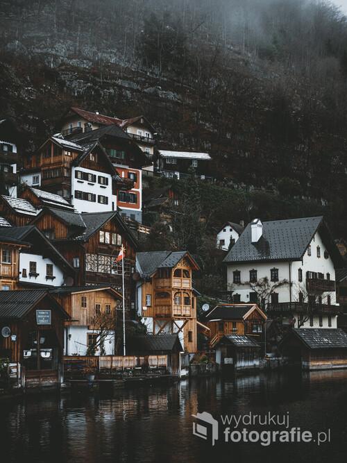 Chyba najbardziej malowniczo położona austriacka wioska. Późna Jesień.