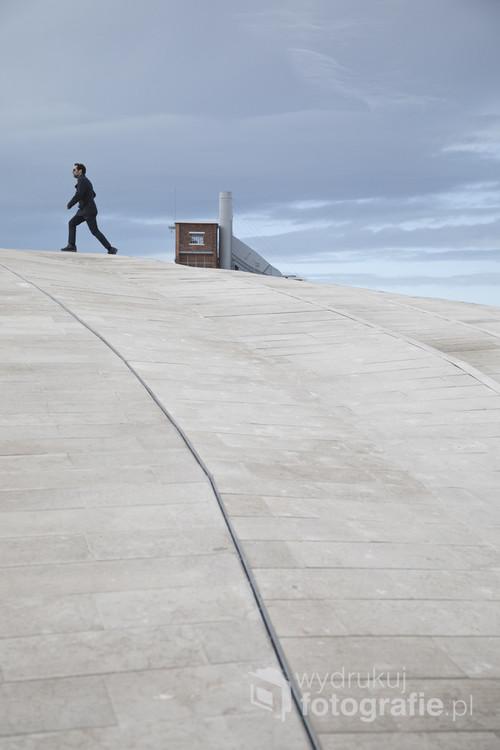 Człowiek na dachu. Lizbona 2017