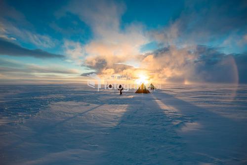 Obóz glacjologów, Płaskowyż Detroit, Antarktyda National Geographic - Daily Dozen, Mar 31, 2016